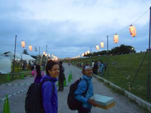 Lanterns lighting up the road to the finish as dusk set in